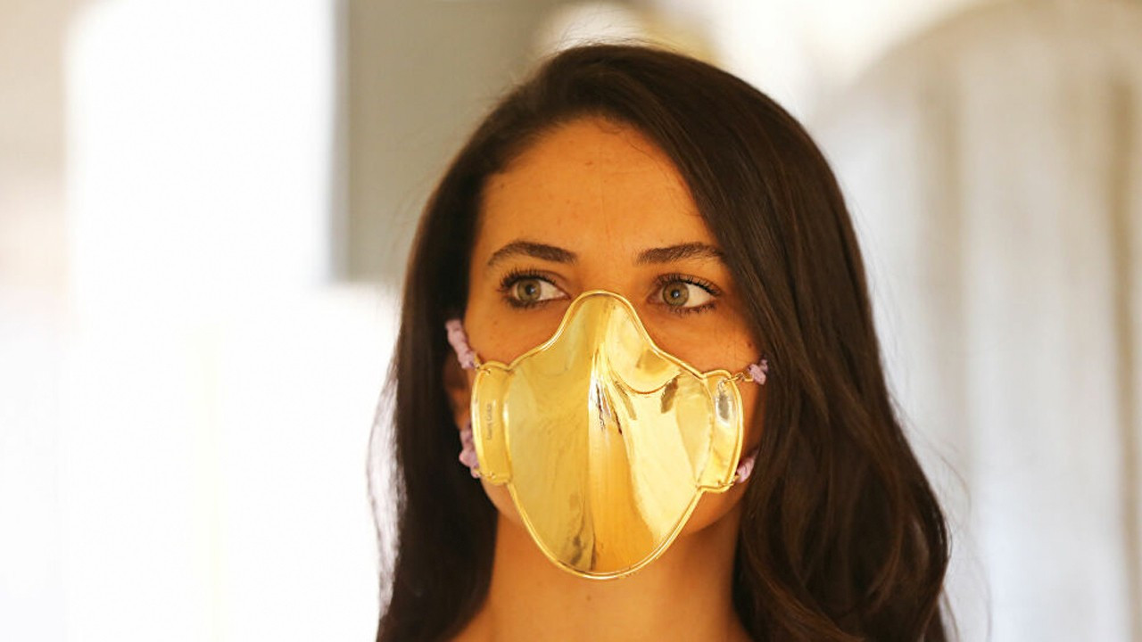 Turkish jeweler sells gold face masks for 20,000 liras in Istanbul