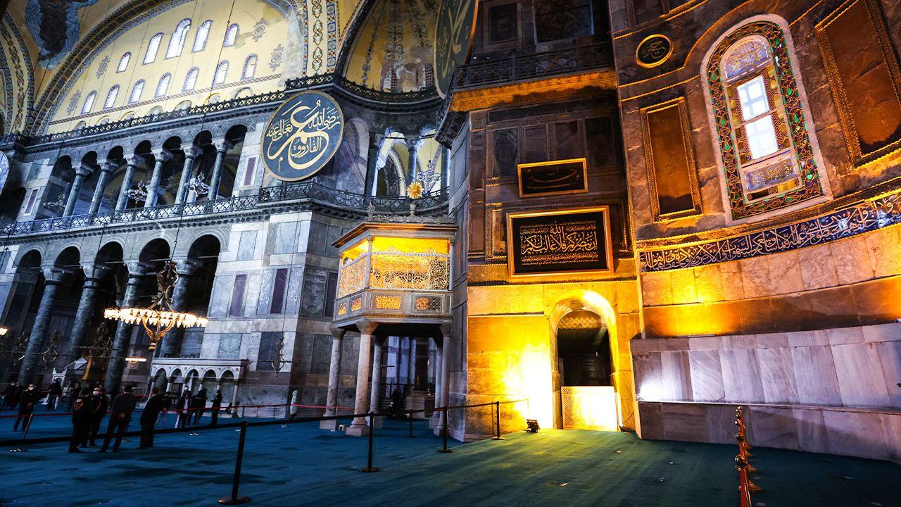 Erdoğan donates calligraphy to Hagia Sophia - Page 1