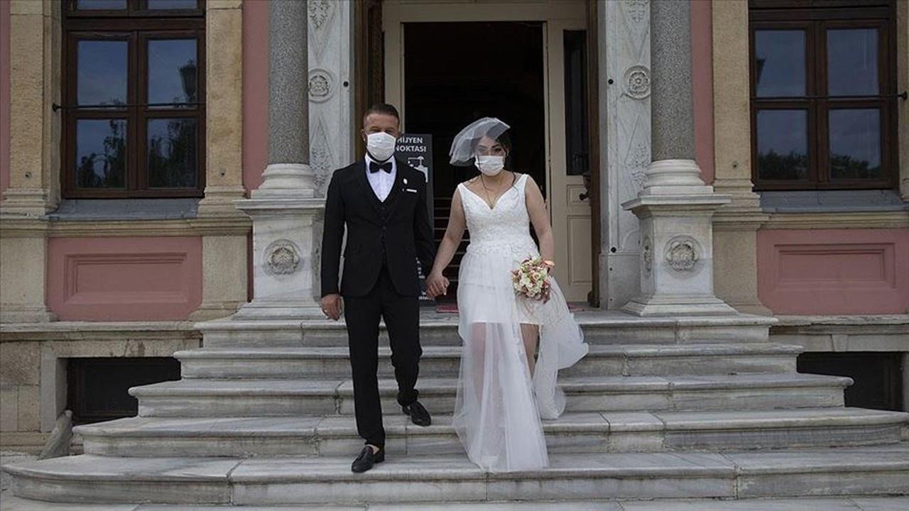 Merkel urges Turks to further delay wedding ceremonies due to COVID-19