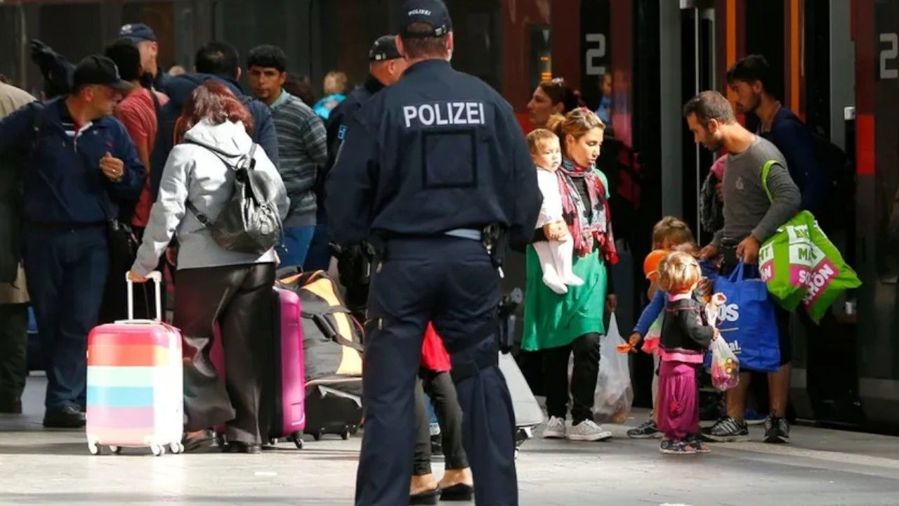 German minister wants 'criminals' expelled to Syria under Turkish rule