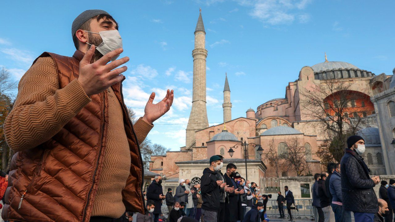 Thousands pray for rain in the face of drought upon Turkish top religious body's call - Page 4