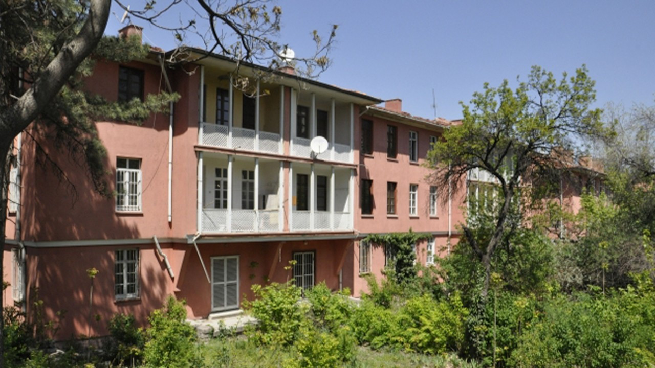 Ankara architects to sue municipality over restoration of Turkey's first public housing project