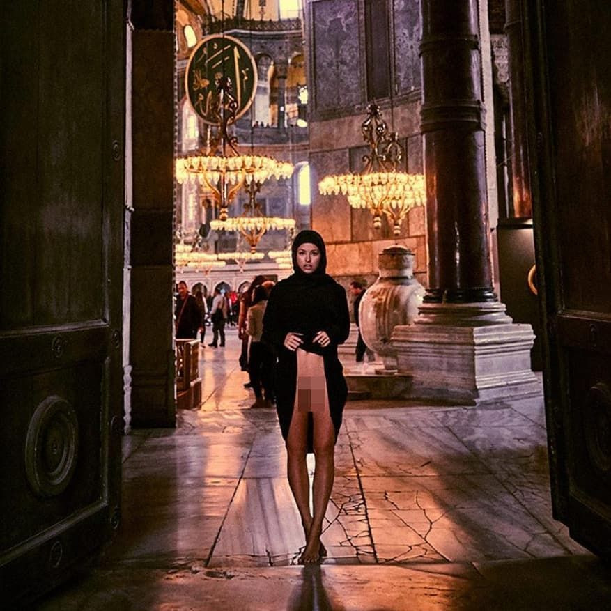 Belgian model faces up to 7 years in prison for posing nude in Hagia Sophia - Page 1