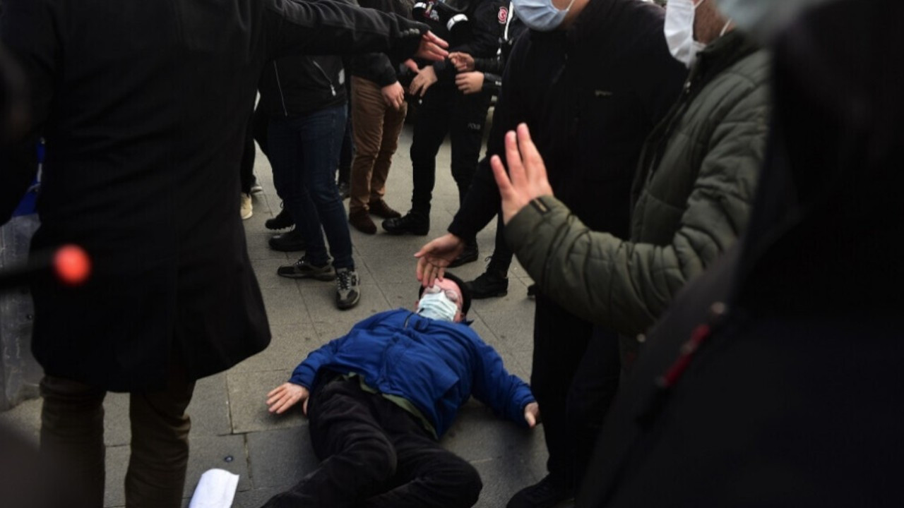 Police knock HDP MP Musa Piroğlu off wheelchair at protest against Kurdish politician Leyla Güven's arrest