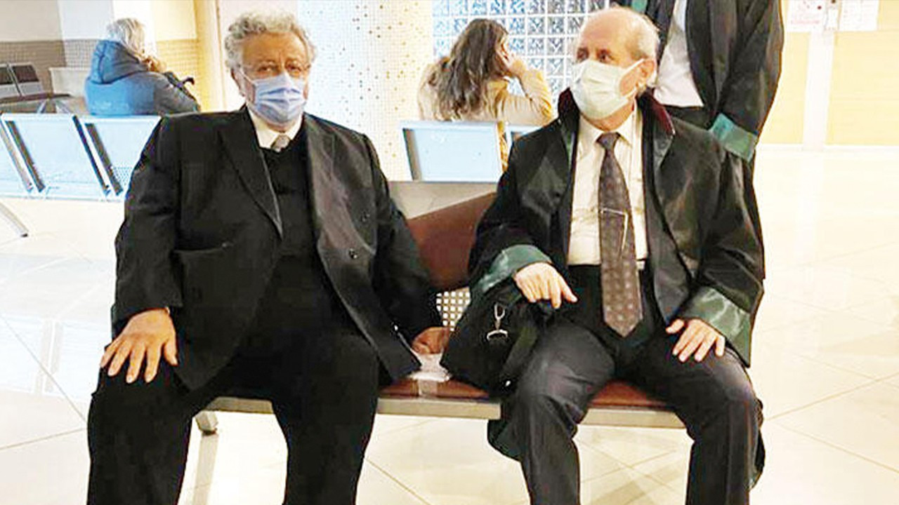 Elderly Turkish actor Metin Akpınar testifies in court for 'insulting president'