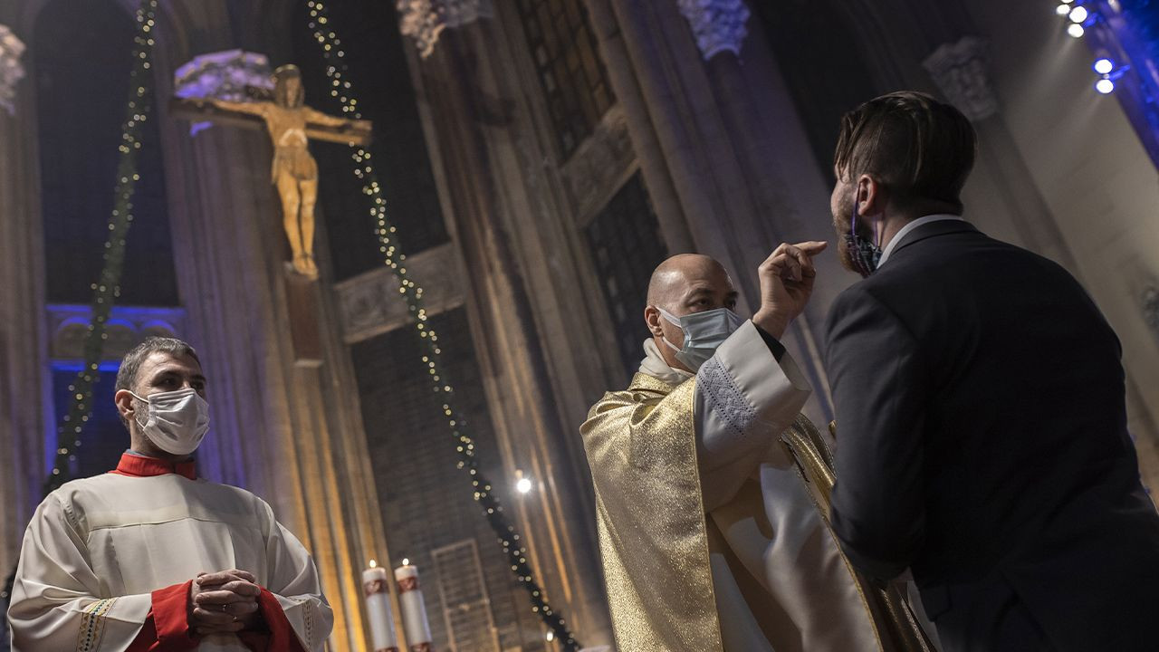 Turkey's Christian community marks Christmas Eve amid pandemic - Page 2