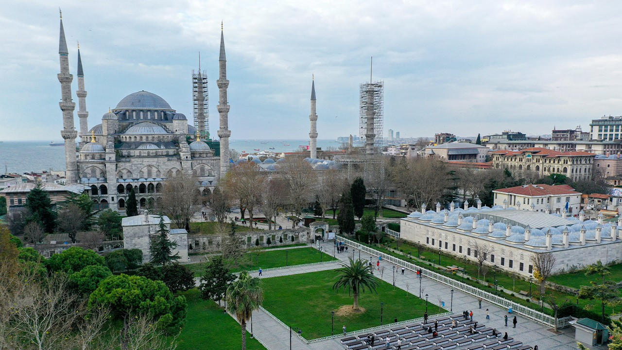 Turkish official suggests NYE curfew violators work in mosques
