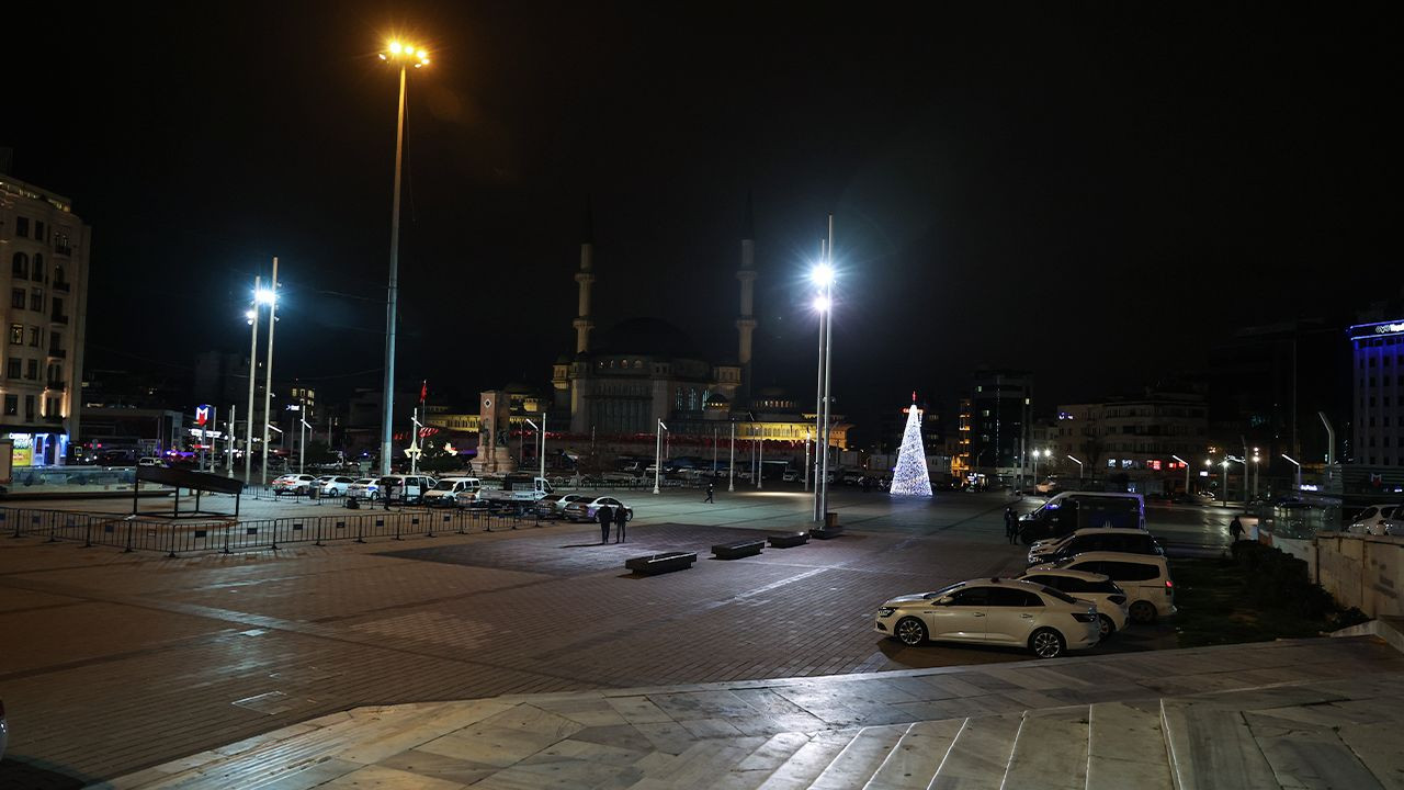 Deserted streets welcome New Year in Turkey - Page 1