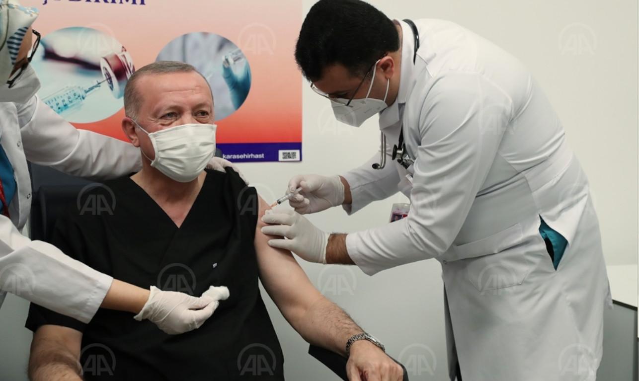 President Erdoğan receives Chinese COVID-19 vaccine