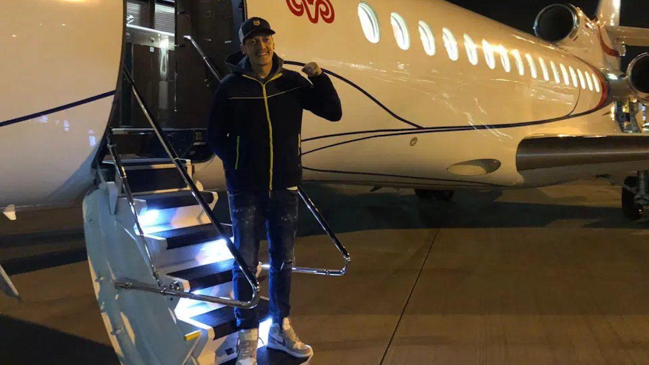 Mesut Özil arrives in Istanbul to join Fenerbahçe - Page 1
