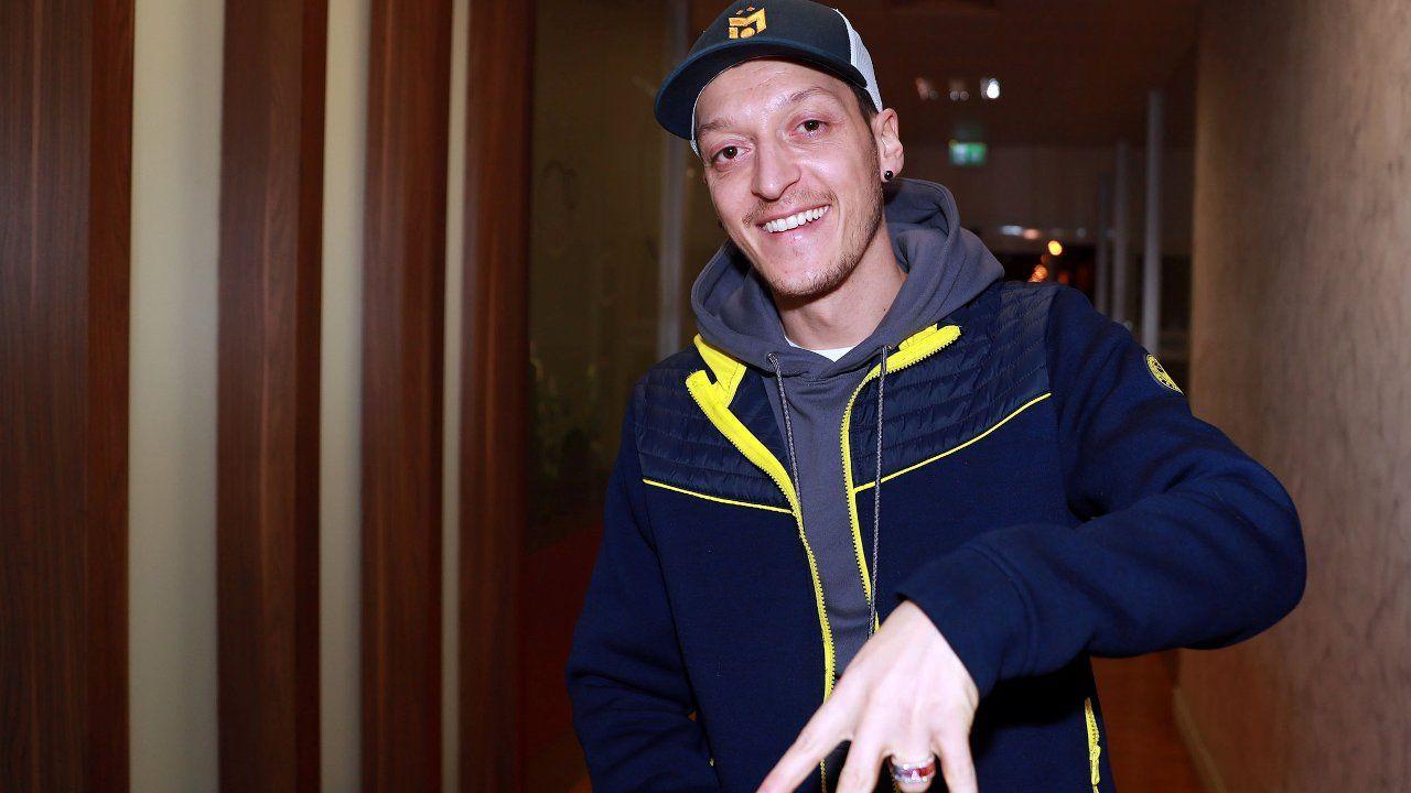 Mesut Özil arrives in Istanbul to join Fenerbahçe - Page 4