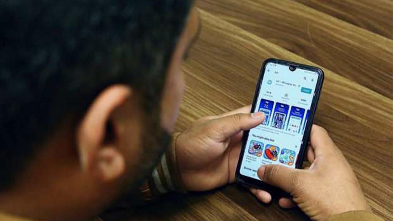 'Teachers forced to use domestic chatting app amid WhatsApp debate'