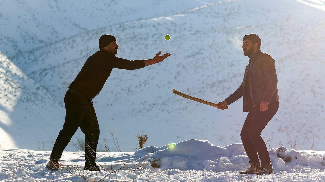 Kurdish baseball becomes southeast Turkey's favorite snow sport - Page 1
