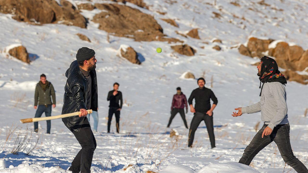 Kurdish baseball becomes southeast Turkey's favorite snow sport - Page 4