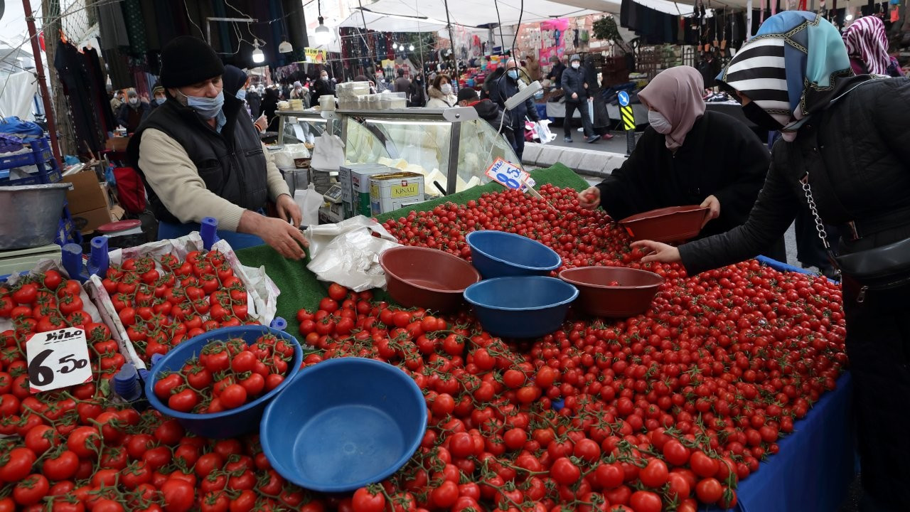 Erdoğan wages fresh war against supermarkets to fight food inflation