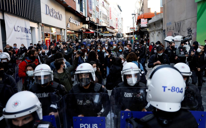 Police brutality again marks Boğaziçi University protests in Istanbul's Kadıköy