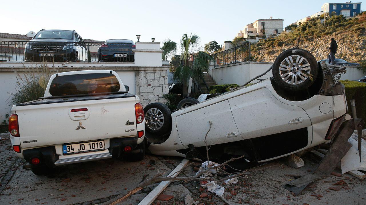 Aegean İzmir devastated by tornado, hail storm - Page 1