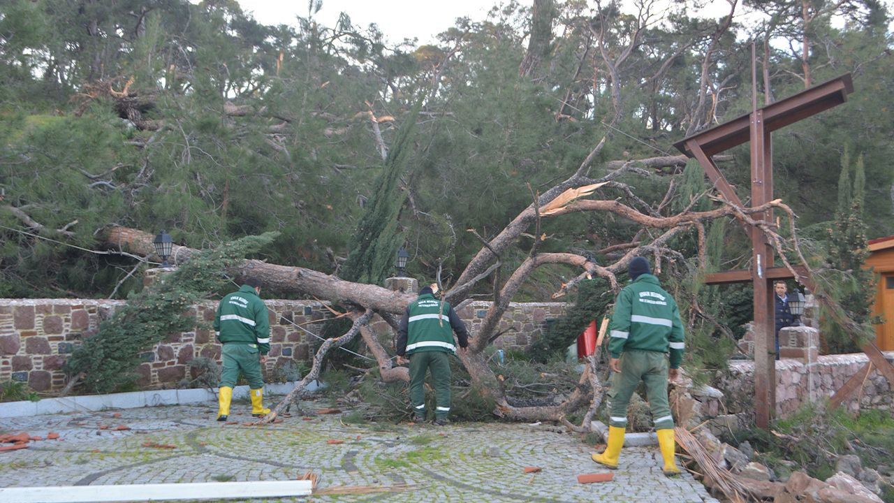 Aegean İzmir devastated by tornado, hail storm - Page 3