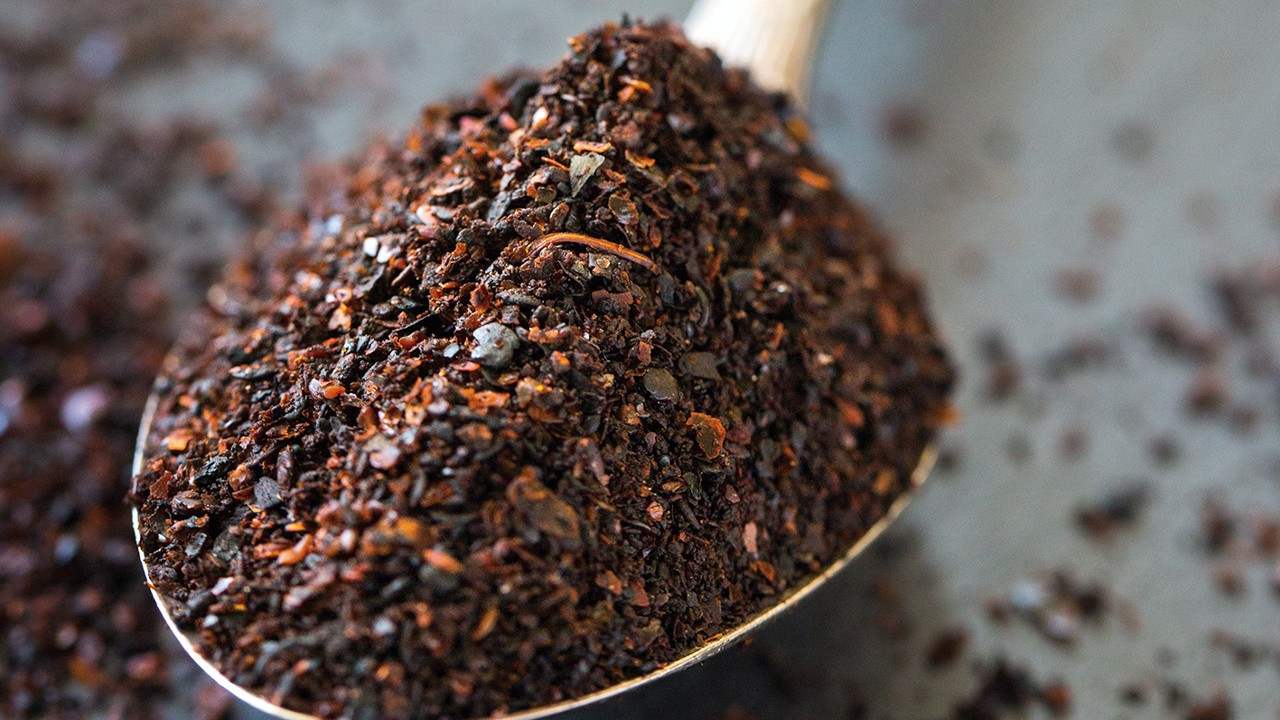 Southeast Turkey vendors imitate 'COVID-19 remedy' spice with wood shavings