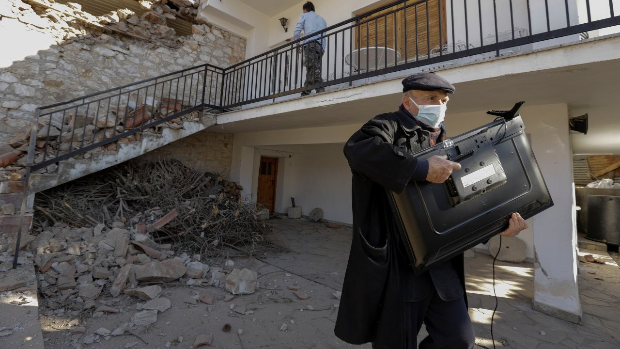 Turkey offers to help Greece following powerful earthquake