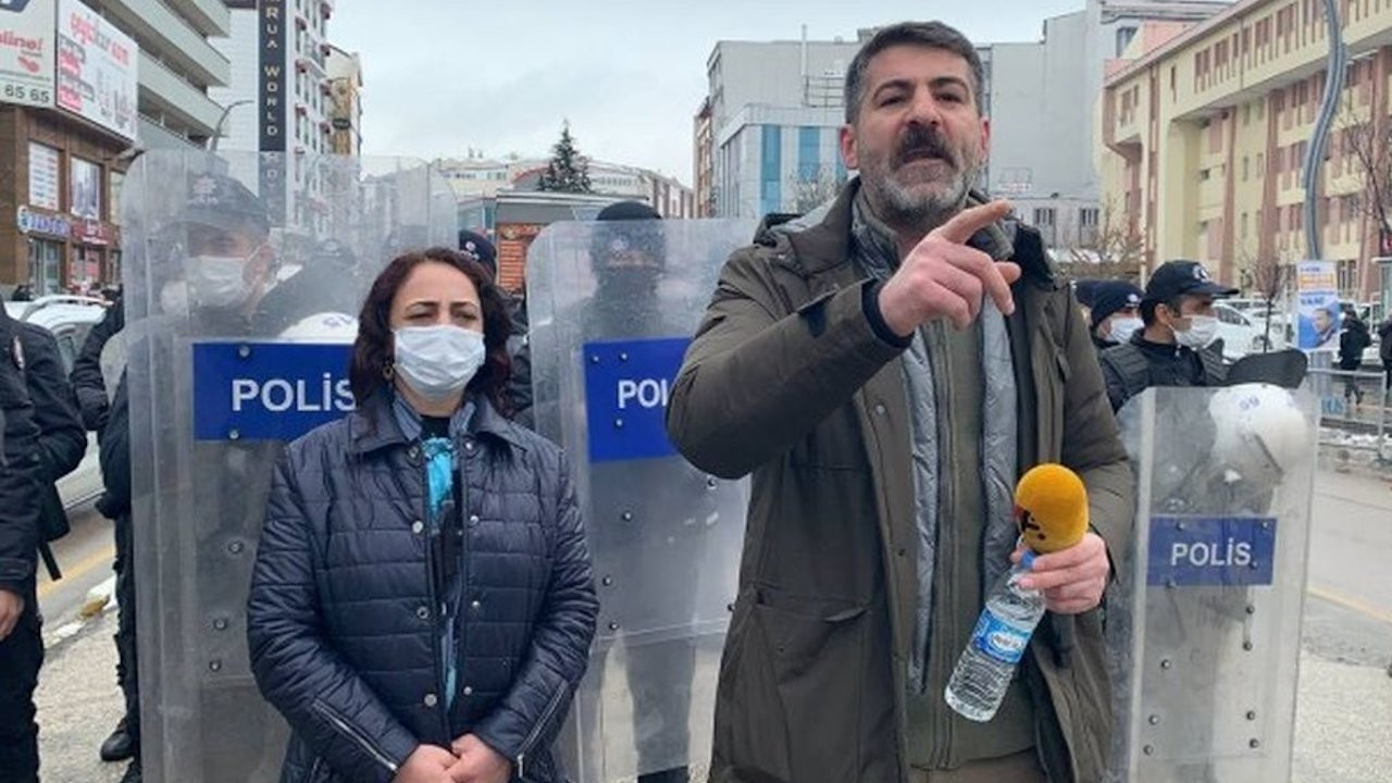 Turkey's crackdown on HDP: Police prevent HDP MP from giving interview