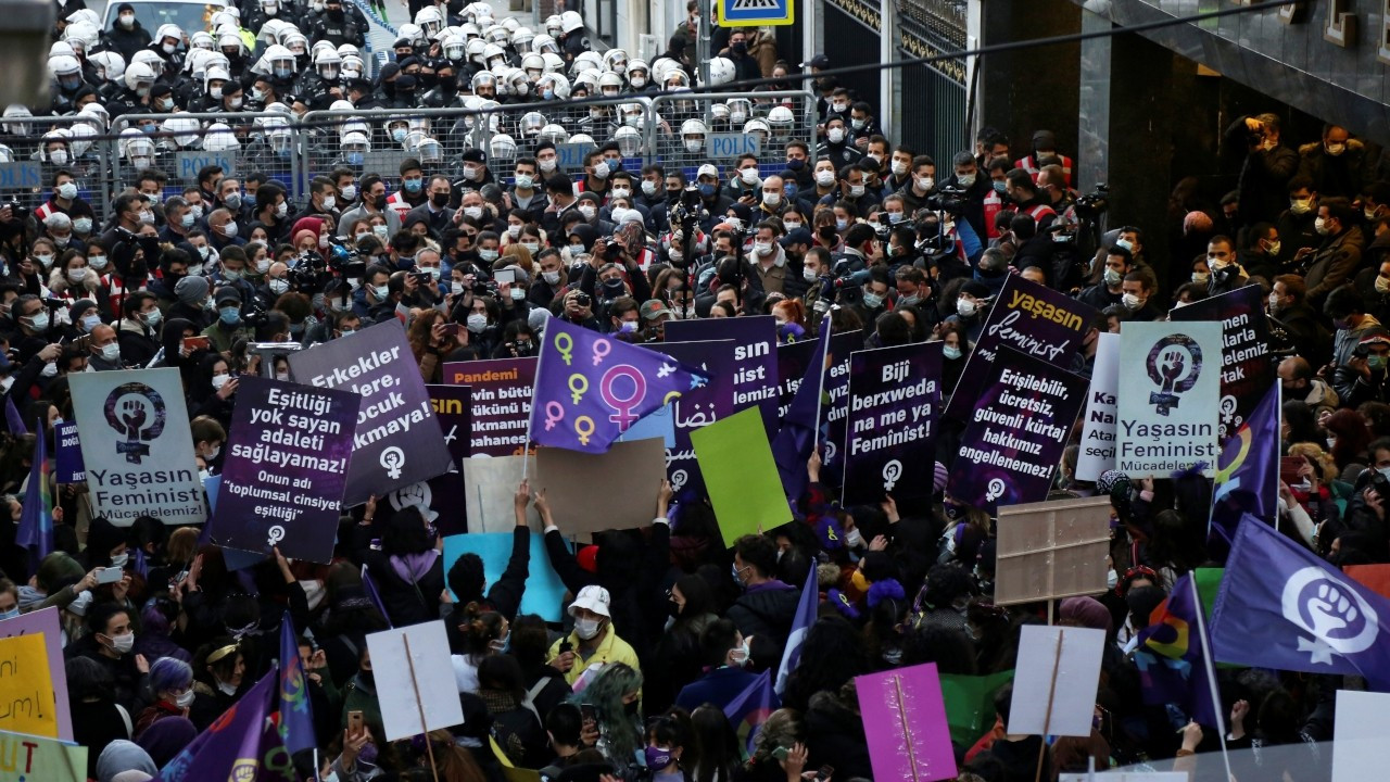 Turkish police block Women's Day march in central Istanbul