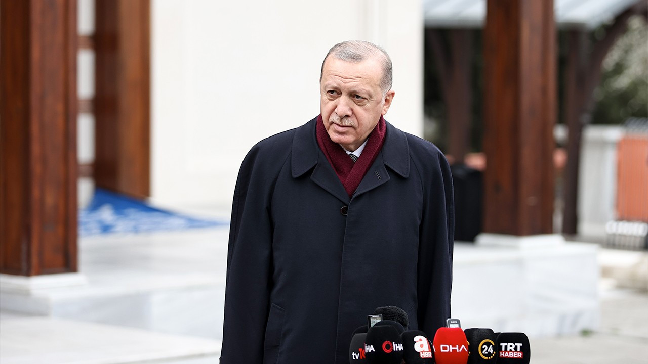 Erdoğan tells reporter to take her mask off because he 'can't hear'