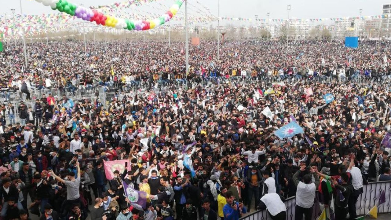 Hundreds of thousands celebrate Newroz across Turkey