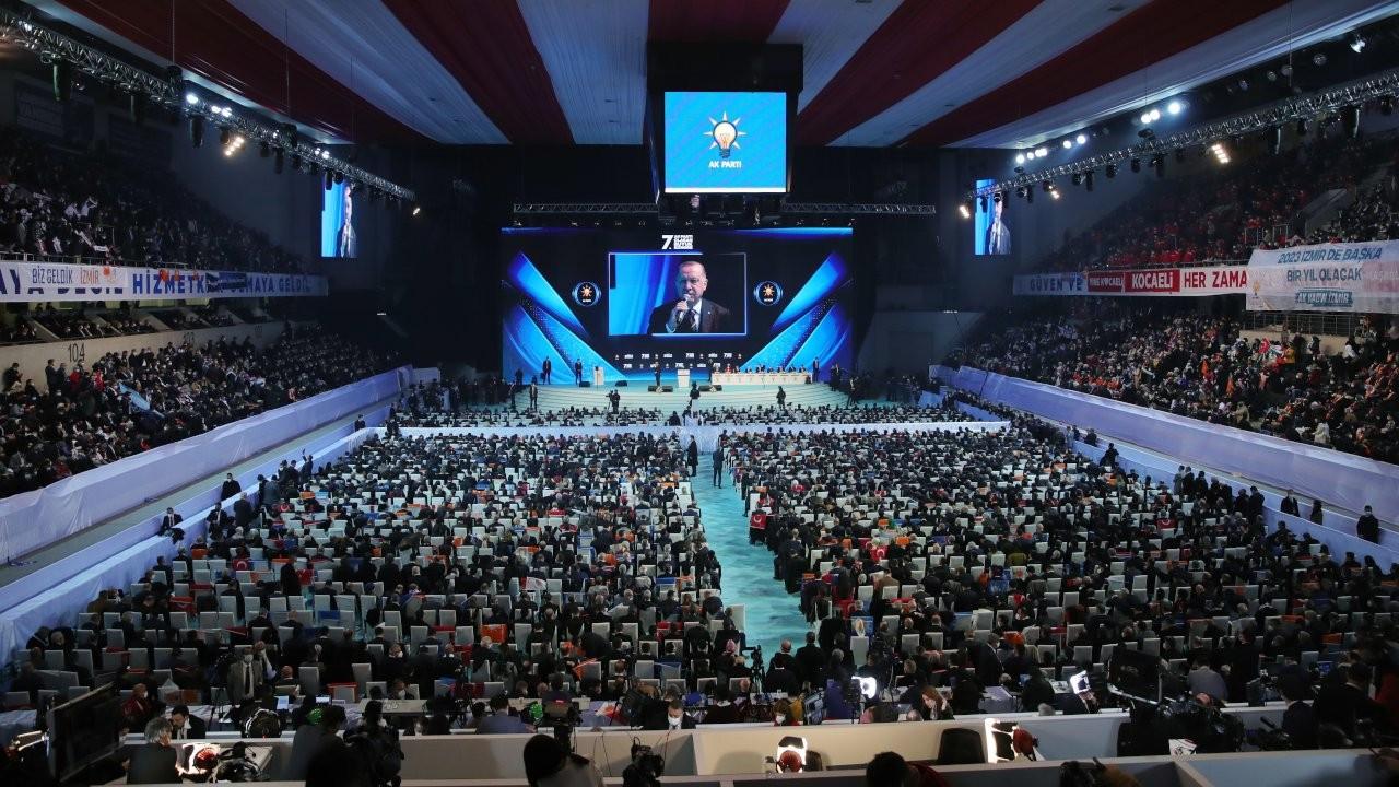 Erdoğan makes AKP members recite oath with Muslim Brotherhood gesture