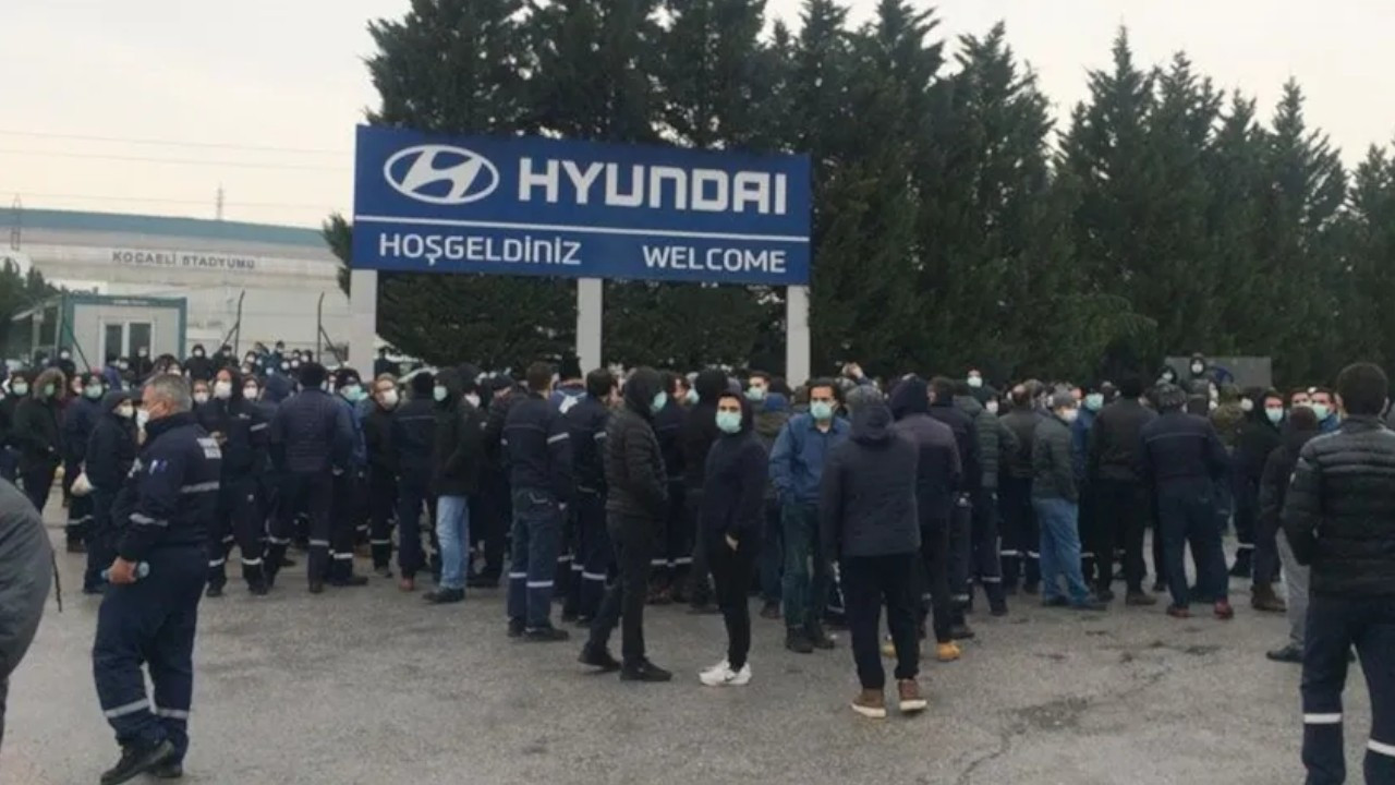 Hyundai factory workers protest low pay rise in Turkey's İzmit
