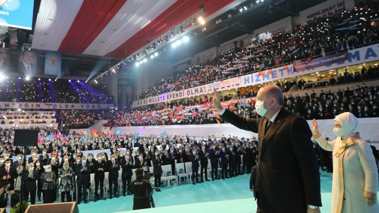 Several AKP officials diagnosed with COVID-19 after attending packed party congress