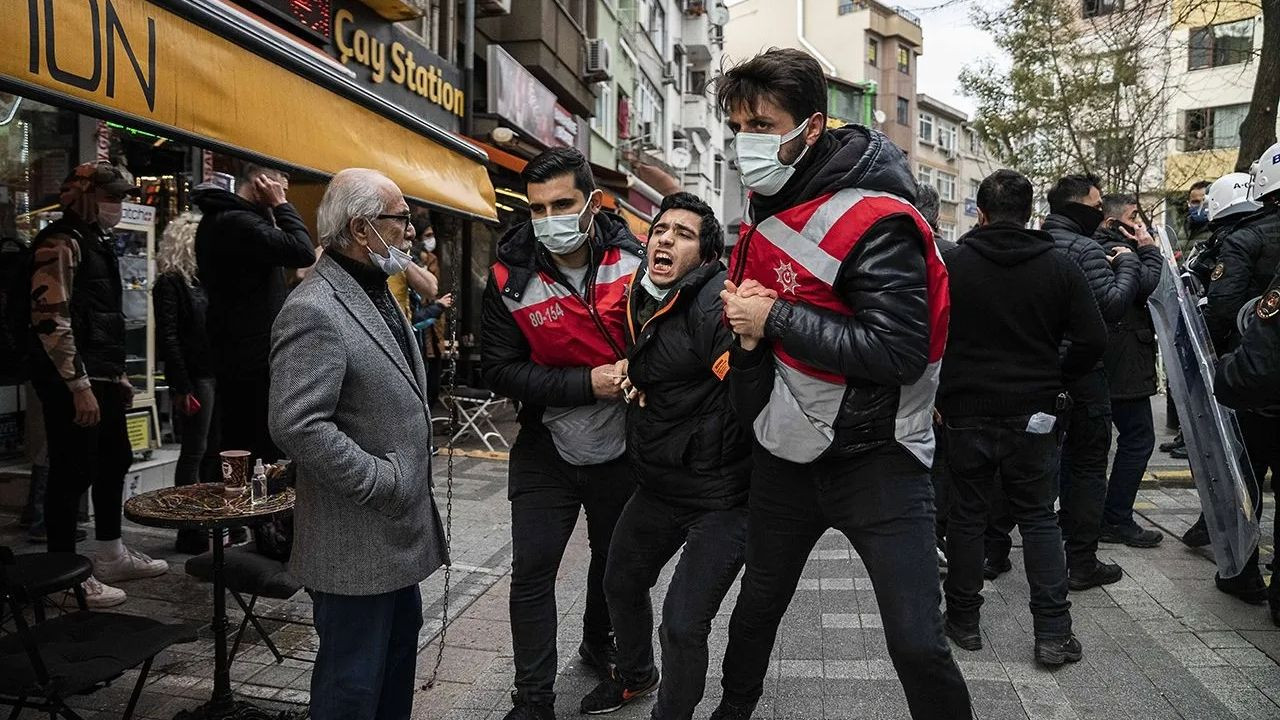 Istanbul police batter, detain Boğaziçi University students during protest - Page 9