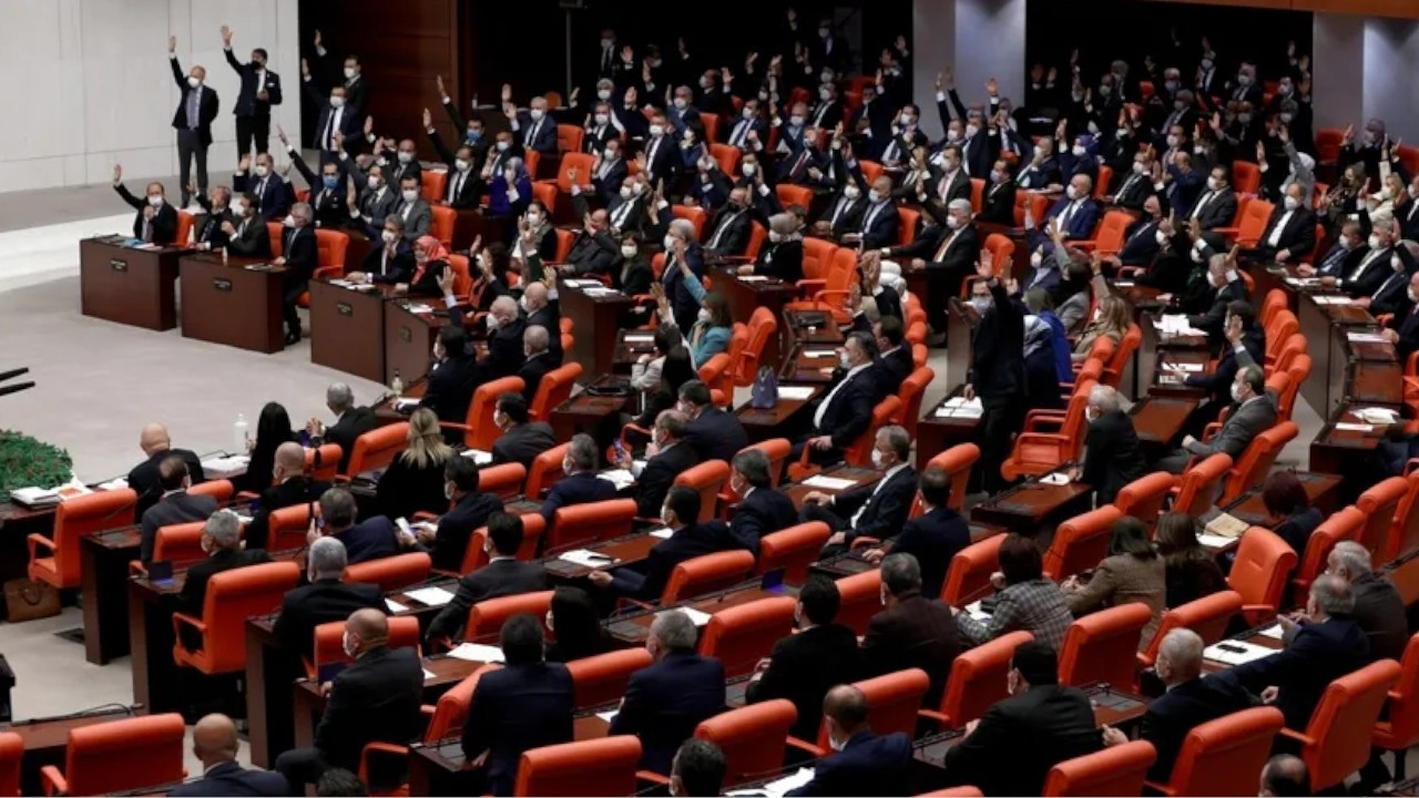 Security probe bill passes parliament with votes of AKP, MHP deputies