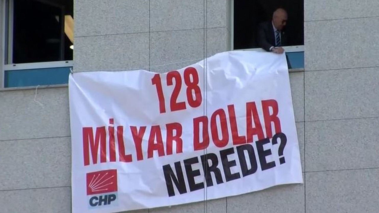 CHP hangs banner about missing $128b on parliament