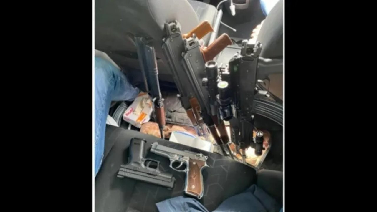 AKP member threatens retired admirals by sharing picture of guns