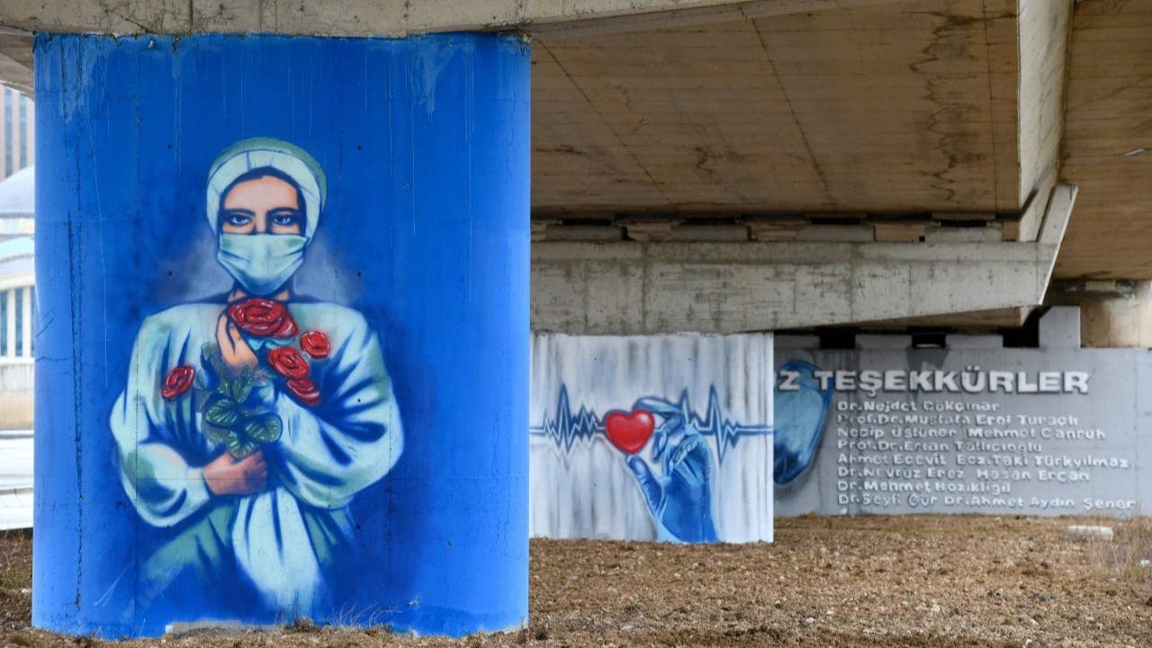 Ankara Municipality paints murals to cheer up healthcare workers
