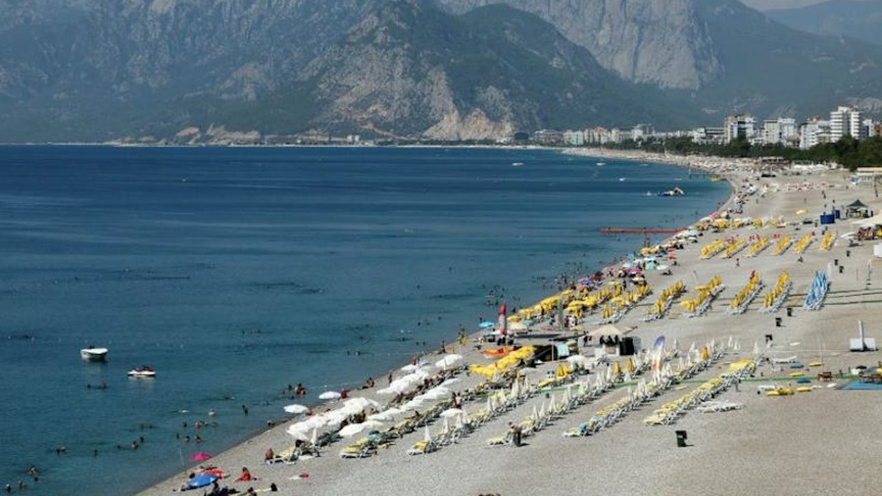 Turkey 'eyes tighter lockdown to save tourism season'