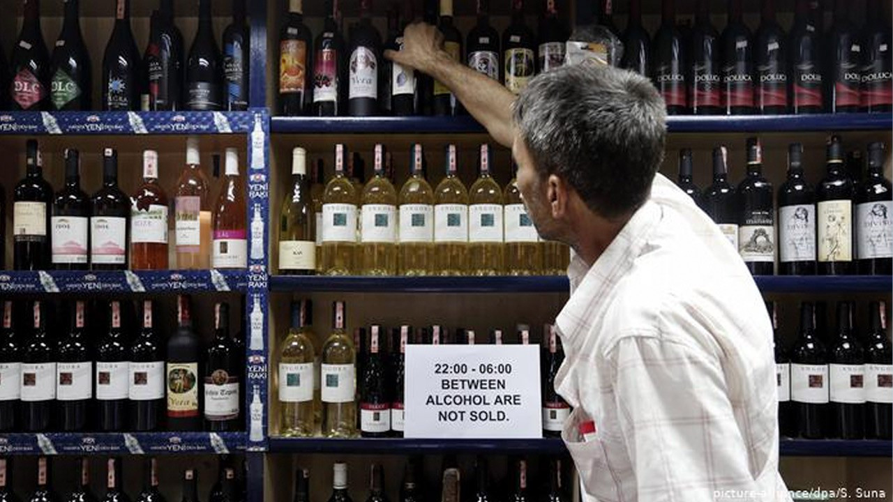 Government's COVID-19 committee member 'shocked' by Turkey's alcohol ban