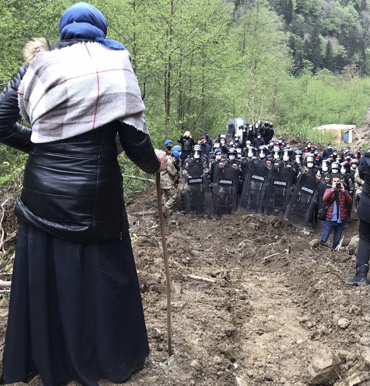 Locals near a week of resistance against quarry construction in Turkey's Rize - Page 1