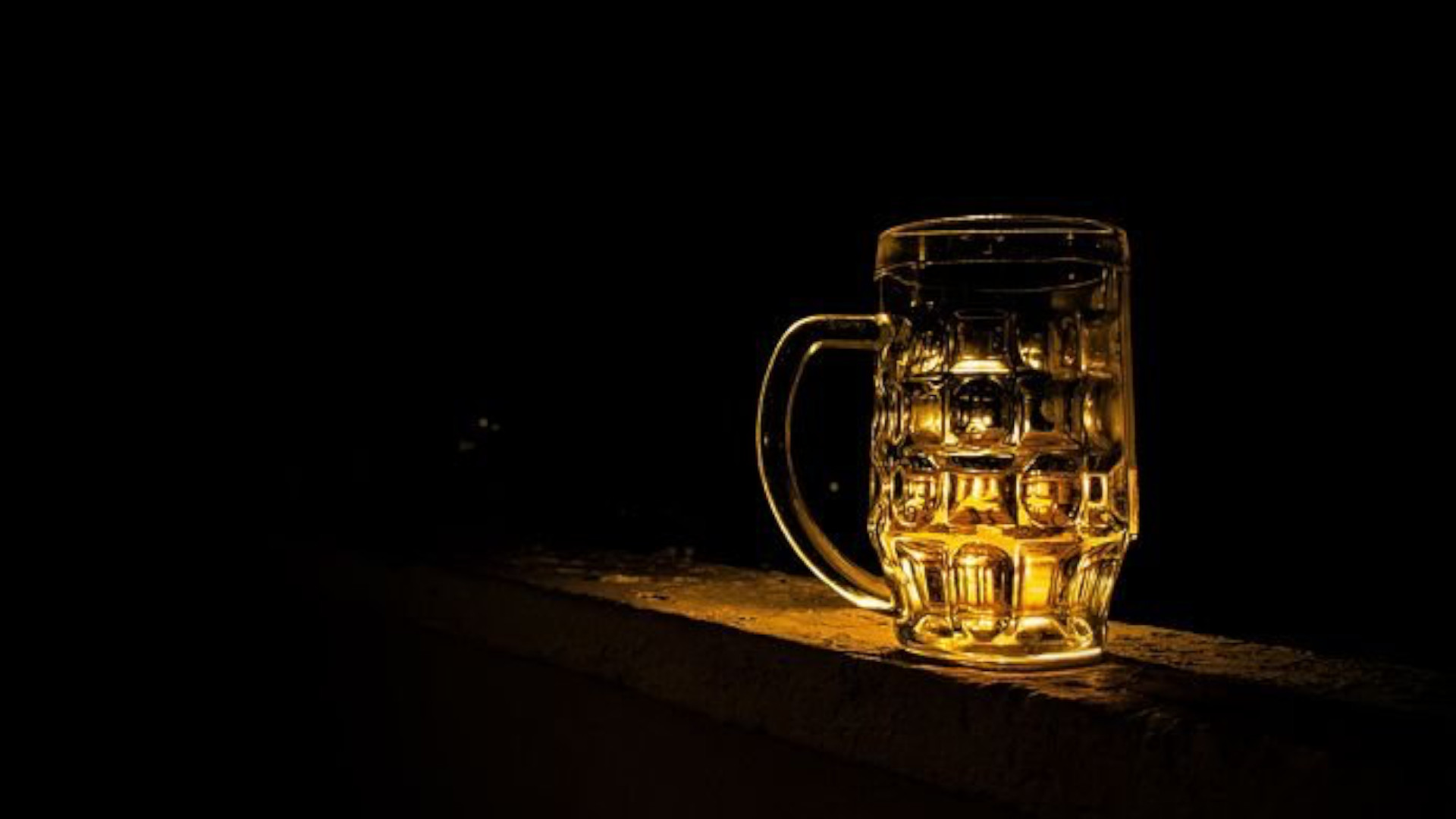 AKP bans alcohol sales to 'curb pandemic'