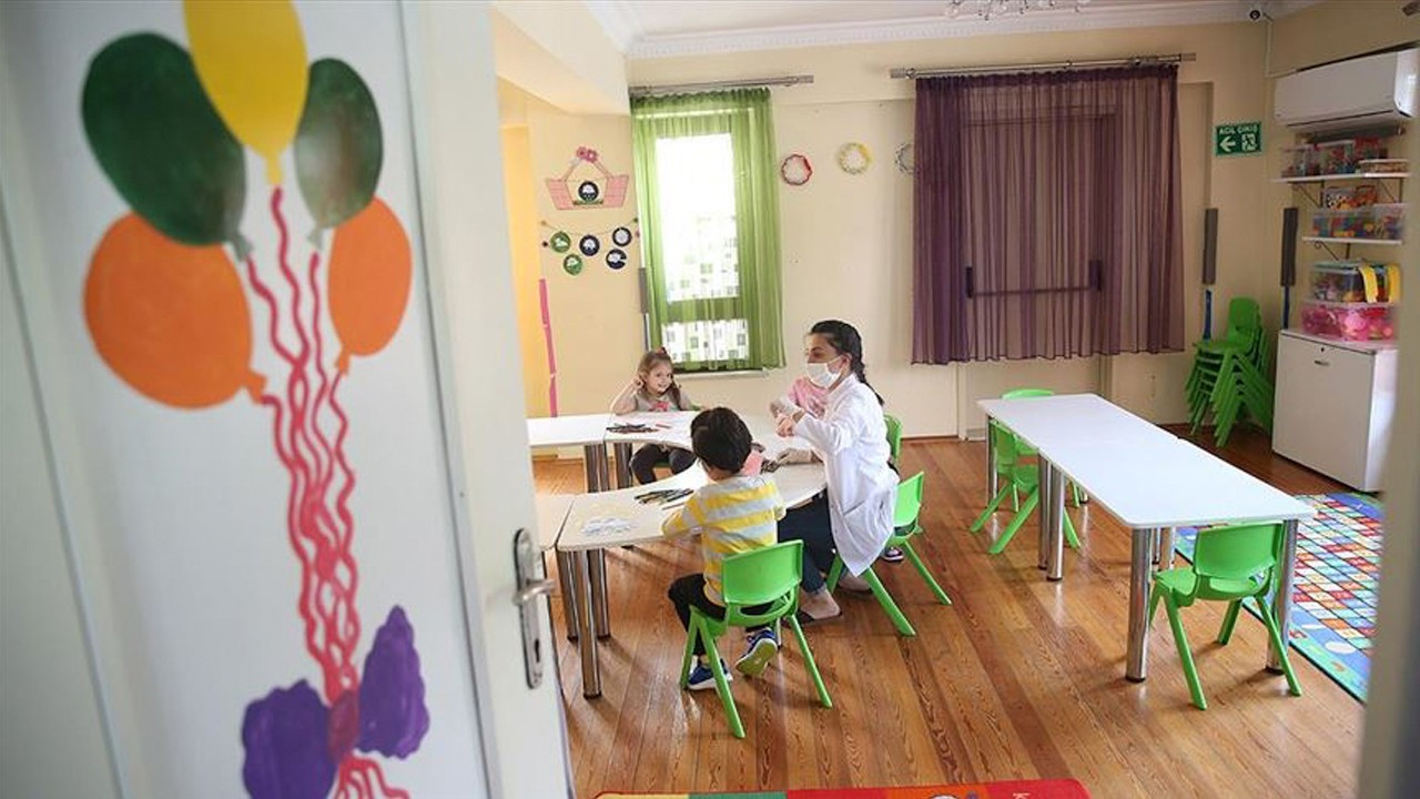 Healthcare workers slam lack of childcare as Turkey enters full lockdown