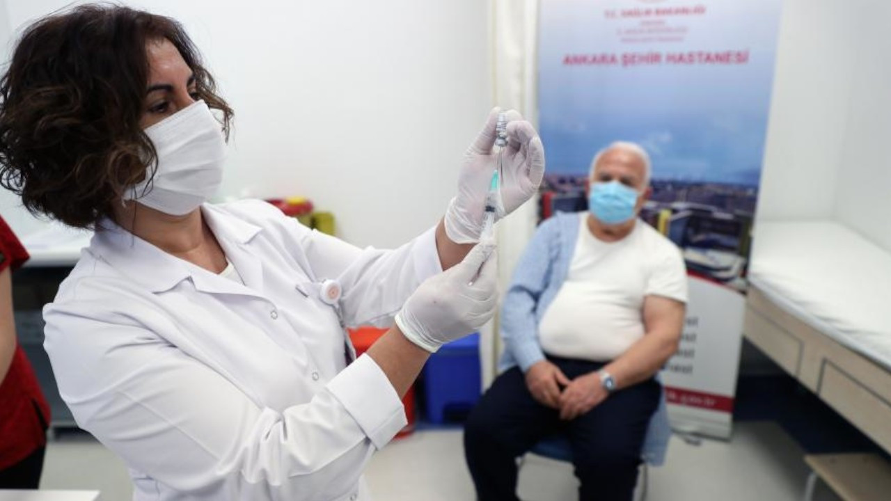 Erdoğan and Health Minister contradict each other on vaccine supplies