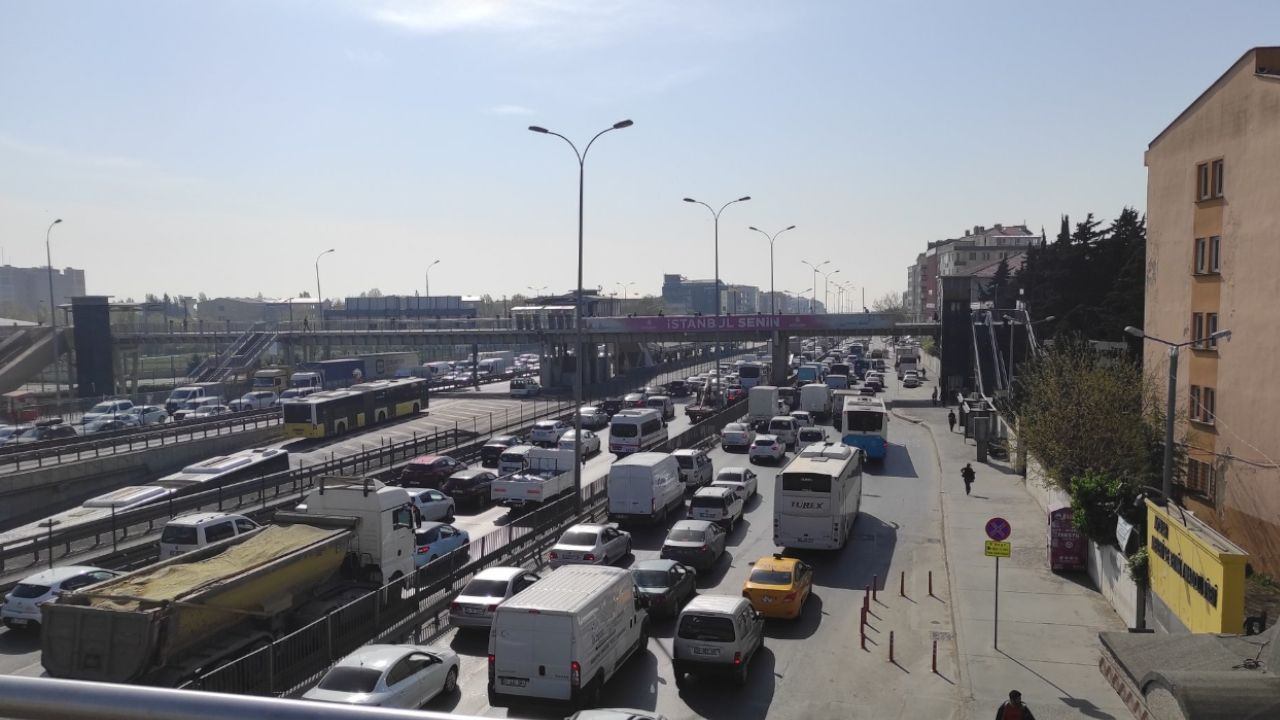 Istanbul experiences traffic jam on first day of COVID-19 full lockdown - Page 5