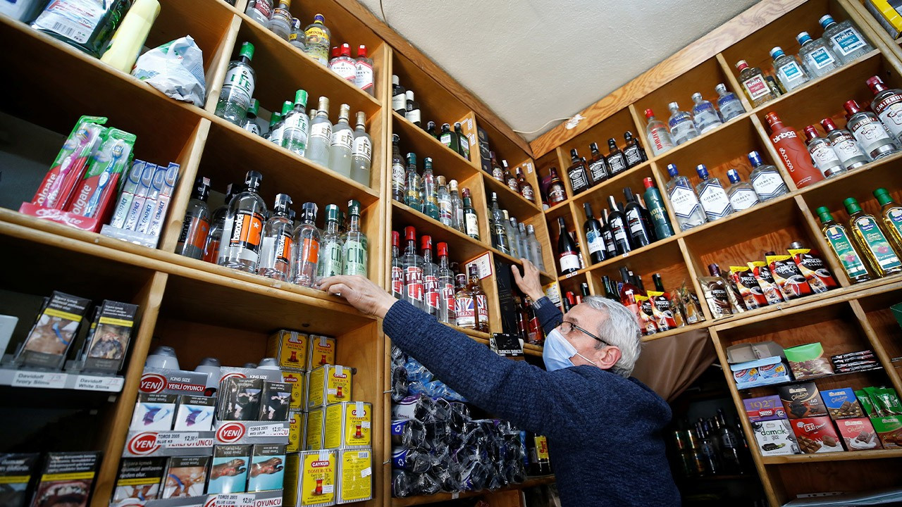 Interior Minister's retweet denies reports that alcohol ban is lifted