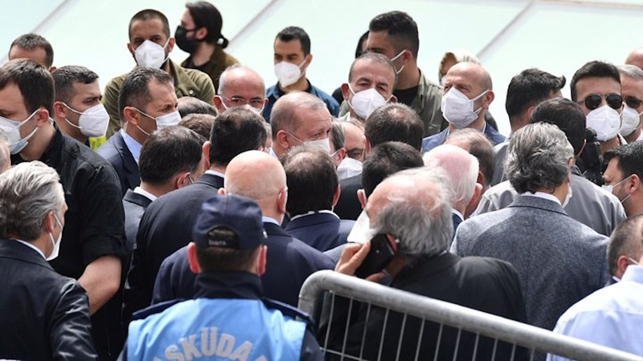 Erdoğan, AKP members attend funeral despite full lockdown, COVID-19 ban