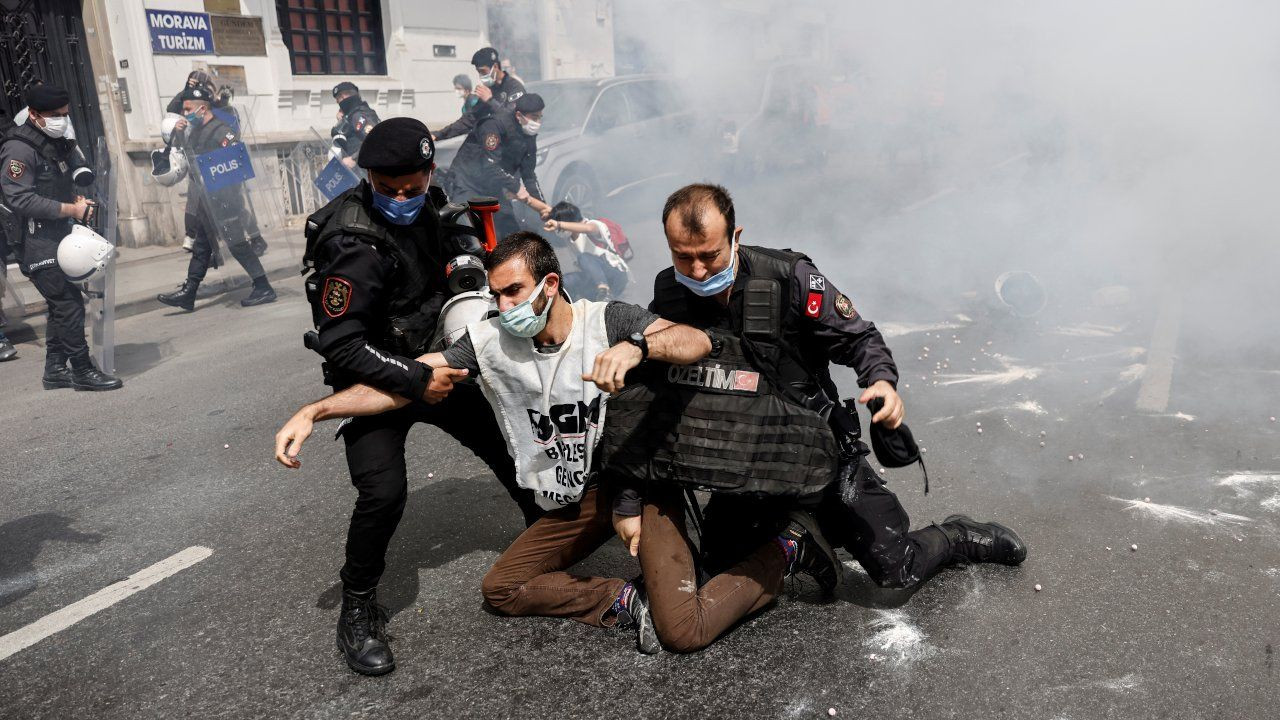 Turkish police detain hundreds at lockdown May Day marches - Page 4