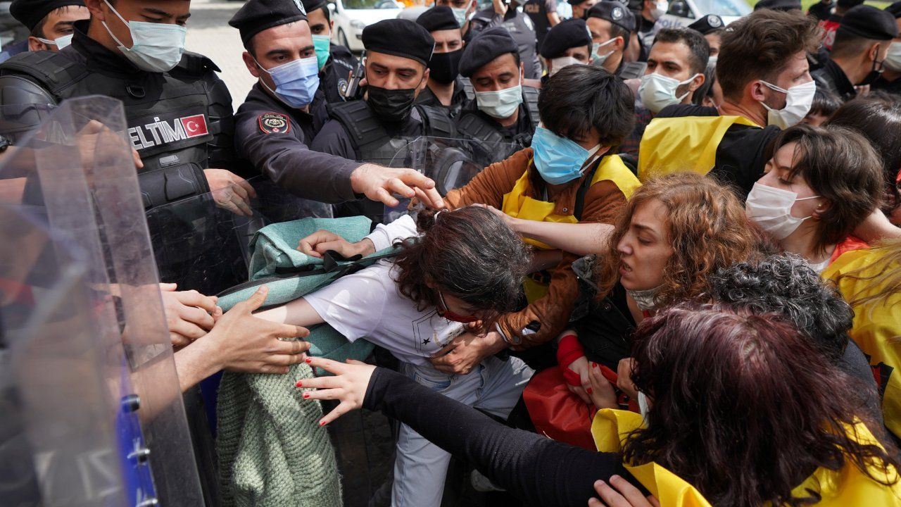 Turkish police detain hundreds at lockdown May Day marches - Page 9