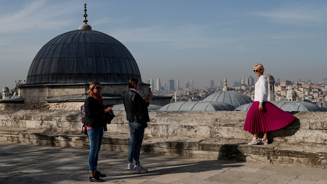 Turkey welcomes foreign tourists while locking down locals