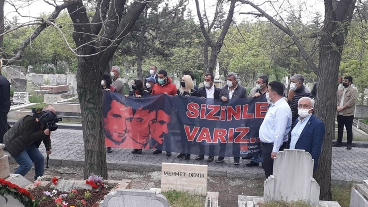 Turkish police block CHP's banner for executed revolutionary students