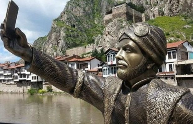 Watermelon baby statue in Diyarbakır joins Turkey's bizarre artworks - Page 13